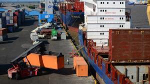 Un barco en la sociedad portuaria Puerto de Barranquilla.