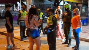 La Policía Metropolitana en controles en la vía pública en Santa Marta.