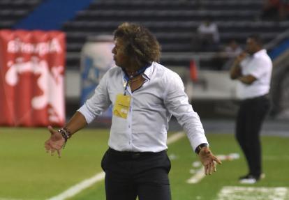 Gamero da indicaciones en el duelo del pasado sábado frente a Jaguares de Córdoba.