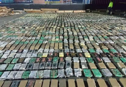 Las autoridades decomisaron 2.432 kilos de coca.