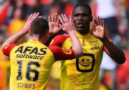 Germán Mera celebrando un gol con el Malinas.