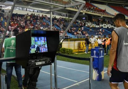 El VAR se utilizó en Colombia por primera vez en los duelos Junior-Santa Fe en la Copa Sudamericana.