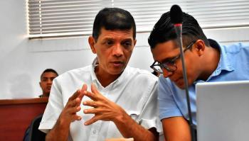 El exalcalde Carlos Altahona junto a su abogado Edwing Arteaga Padilla.