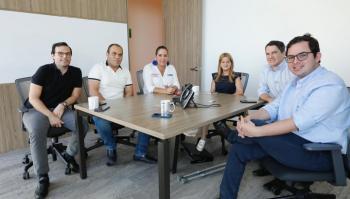 La gobernadora electa, Elsa Noguera, en la reunión con Susana Correa, Miguel Vergara y Carlos Meisel, entre otros.