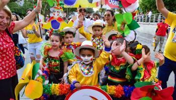 Niños en pleno desfile del Garabatico del Country 2020.