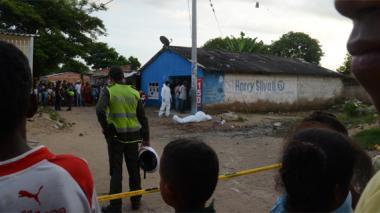 El cuerpo sin vida del mototaxista quedó tendido cerca de una casa donde funciona una venta de minutos a celular.