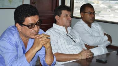 El director (e) del Tránsito, Jairo Aparicio,  el asesor Gerardo Feo y Orlando Parra estuvieron atentos a la presentación de los resultados del estudio de la Uninorte.