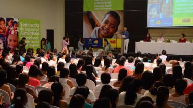 Intervención de participantes en el seminario.