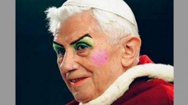 Una imagen retocada de Benedicto XVI maquillado levanta una polémica