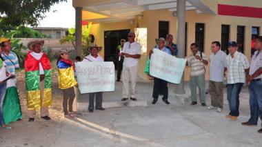 Con plantón apoyan a Petro en La Guajira