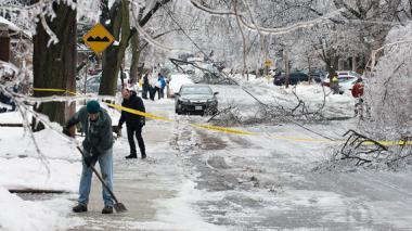 Algunas calles continúan cerradas por la cantidad de hielo.
