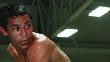 Karluis Díaz Pérez tiene un récord  de 21 triunfos y 4 caídas.