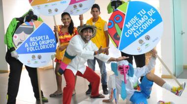 Joselito Carnaval y su grupo de marimondas ayudantes han visitado diversos puntos de la ciudad para llevar su mensaje de conciencia ciudadana y respeto por la cultura.
