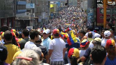 Largas colas en supermercados del estado de Táchira por falta de productos en Venezuela