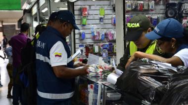 Dian de Barranquilla decomisa mercancía de contrabando en el centro de la ciudad