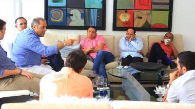 Aspecto de la reunión de la bancada costeña convocada por el senador electo Arturo Char.