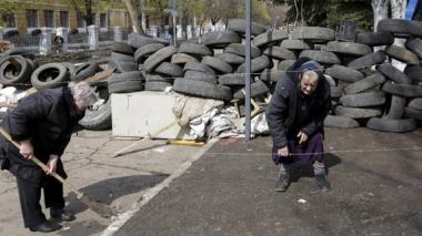Rusos participan en tomas en Donetsk y Lugansk