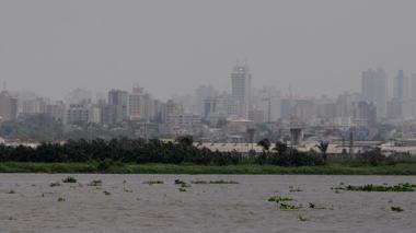 Por aire y tierra las autoridades ambientales controlan las quemas