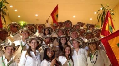 Con sombreros vueltiaos y ondeando la bandera de Barranquilla, la comitiva de la ciudad presentó su propuesta para los Juegos.