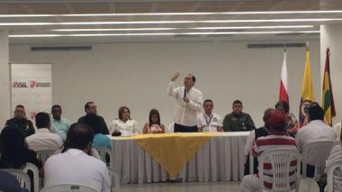 Gobernador Segebre abre urnas en Atlántico