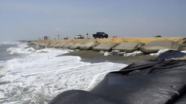 Con rocas intentarán frenar erosión en el km 19