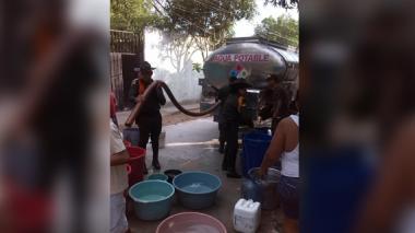 Sigue campaña de entrega de agua en Santa Marta