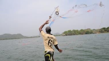 El ambiente en el embalse del Guájaro es tenso por el conflicto entre los pescadores.