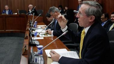 Gobierno no tiene control sobre el cobro de regalías por explotación de mineras y petroleras: Antonio Navarro