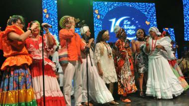 Grupo de cantadoras le rindieron homenaje al maestro José Barros, en el Museo del Caribe, la noche del jueves, en el marco del evento 'La Noche del Río'.
