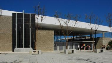 Puerta principal del colegio Pies Descalzos.