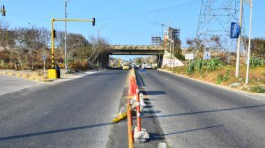 Esta imagen tomada ayer muestra el estado actual del puente, desde la Avenida Circunvalar.