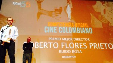 El barranquillero Roberto Flores obtuvo el premio a Mejor Director en los premios Ficci.