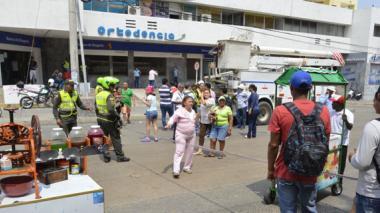 Protesta sobre la calle 53 entre carreras 46 y 50 por falta de energía eléctrica en el sector.