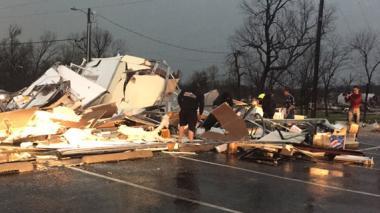 Tornados en Oklahoma y Arkansas dejan un muerto