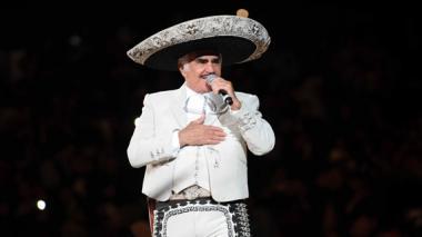 """Vicente Fernández con """"pronóstico reservado"""" tras cirugía"""