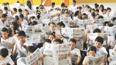 Institución Educativa Distrital Germán Vargas celebró Día del Idioma leyendo noticias