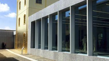 Vista de la entrada del nuevo complejo de arte Fondazione Prada, un complejo de edificios recuperados por el arquitecto holandés Rem Koolhaas que se presenta este fin de semana en Milán y que exhibirá exposiciones temporales, parte de la colección permanente de la firma de moda italiana, un café y un cine.