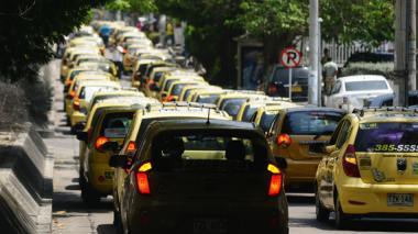 El censo de taxis debe extenderse al área metropolitana, coinciden gremios.