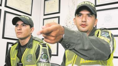Policía dice que pidió a patrullero desistir de su retiro