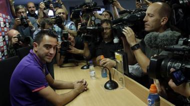"""El capitán del FC Barcelona, Xavi Hernández, acaba de anunciar que abandonará al final de la temporada el club catalán al llegar a la conclusión de que es el momento de dejar el club tras 17 temporadas y firmar con el Al-Sadd catarí, aunque ha asegurado que en el futuro quiere volver a la entidad catalana """"porque es mi objetivo""""."""