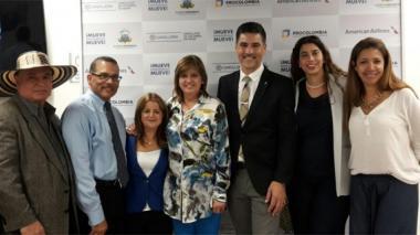 La alcaldesa de Barranquilla, Elsa Noguera, en compañía de representantes de American Airlines y de la Asociación de Agentes de Viajes de la Florida.