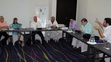 Miembros de la Odecabe durante la reunión de ayer.