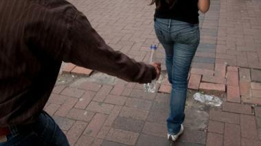 Joven de 18 años ataca a otra con ácido en Bogotá