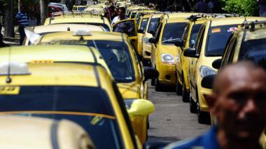 Taxistas protestaron en 2012 contra el incremento excesivo de vehículos.