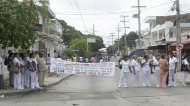 Trabajadores del HUC protestan por retrasos en el pago de sus salarios
