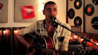 Manuel Medrano presenta 'Bajo el agua', su nuevo sencillo