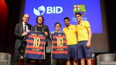 Carlos Vives acerca el fútbol de Pescaíto al FC Barcelona
