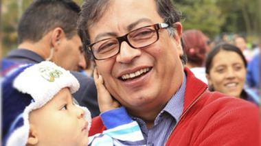 Petro pide a Gobierno ampliar período de lactancia