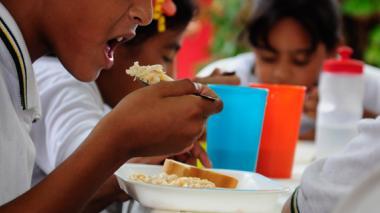 El billonario negocio de los alimentos escolares, bajo la lupa