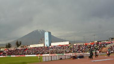 El estadio Mariano Melgar tiene en el volcán Misti a un permanente, respetado y notable espectador.